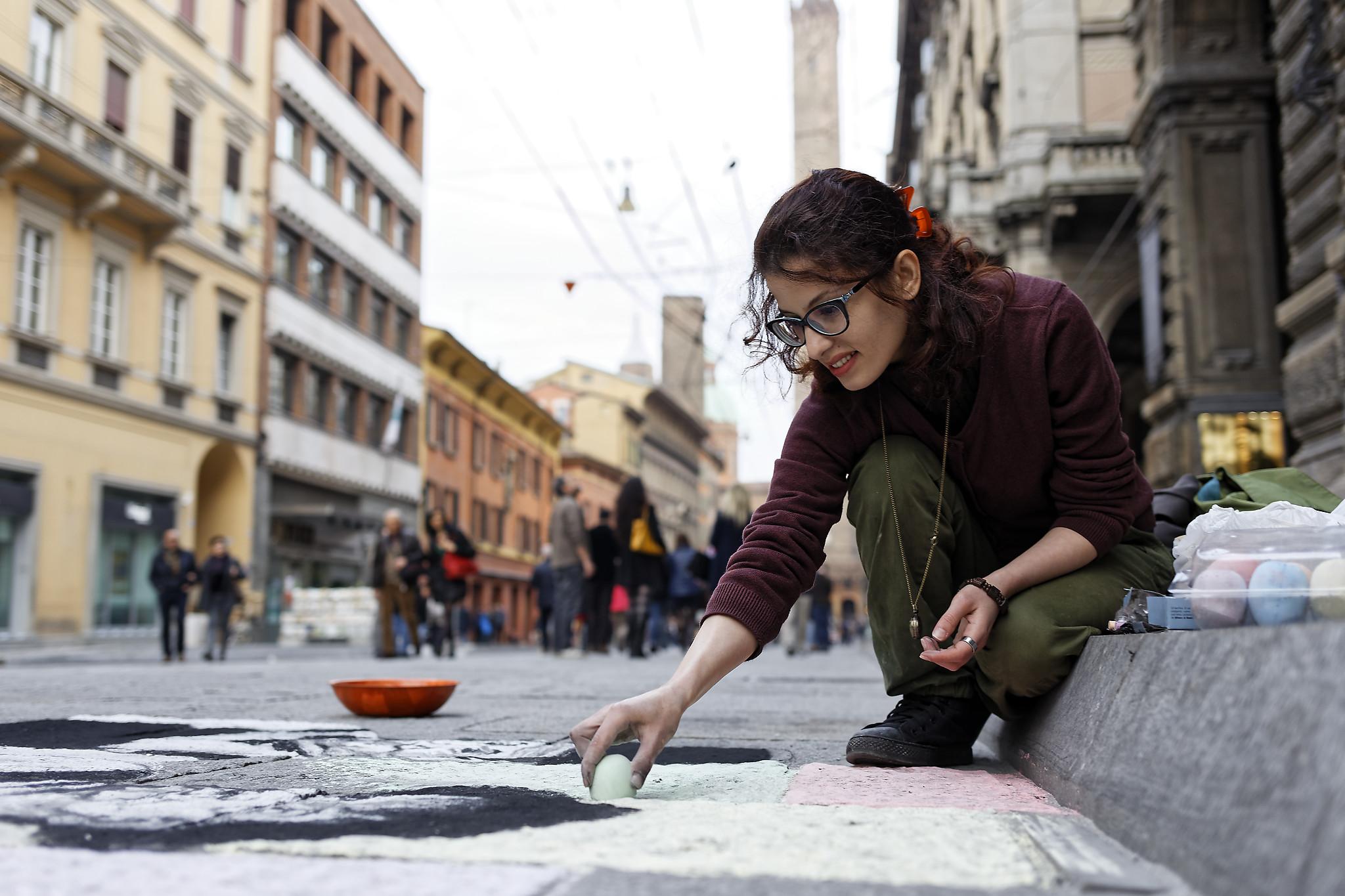 Dipinge Stalio e Ollio, Feshteh Fatemi. (Ph. Roberto Cerè. 2016)